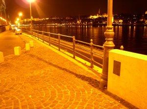Bibó István szobra, Budapest, buhera, denkmal, Dunapart, kép, Parlament, Pest, pictures, V. kerület, statue, szobor, vicces, belváros,