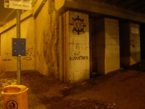 Budapest, gerilla marketing, Gubacsi híd, illegális reklám, kuruc.info, kúrinfó, stencil, street art, street-art, XX. kerület, cigány, zsidó